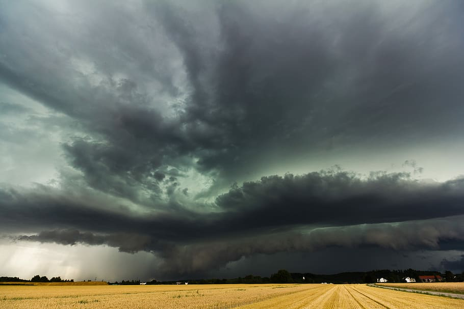 super-cell-shelf-cloud-squall-line-storm-front
